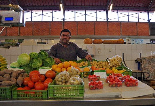 Gemüsestand in der Markthalle von Olhão