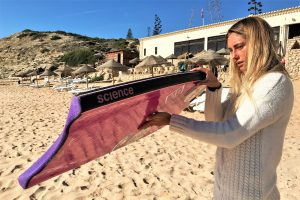 Joana Schenker nutzt als Bodyboard-Weltmeisterin eine besondere Ausrüstung