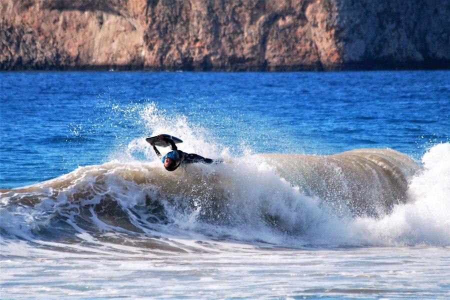 Joana Schenker trainiert Moves vor der Atlantik-Küste der Algarve