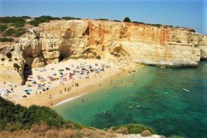 Rekordjahr 2017 an der Algarve mit Felsen Sonne Meer