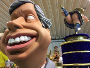 Merkel zeigt im Karneval der Algarve Centeno den fast nackten Hintern