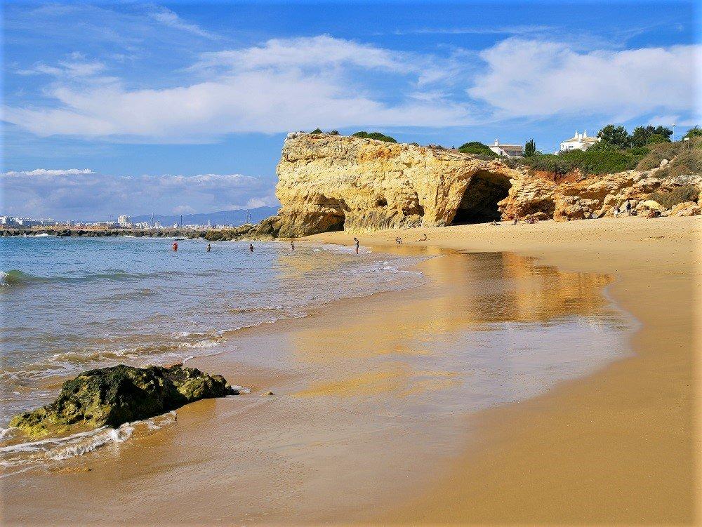 Badequalität ist auch am Pintadinho-Strand der Algarve bestens