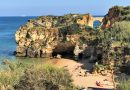 Felsküste am Strand von Lagos an der Algarve