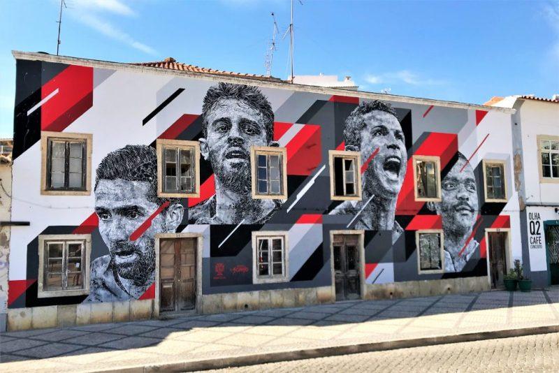 Sommermärchen Fußball-WM in Portugal mit Street Art gefeiert wie hier an Algarve