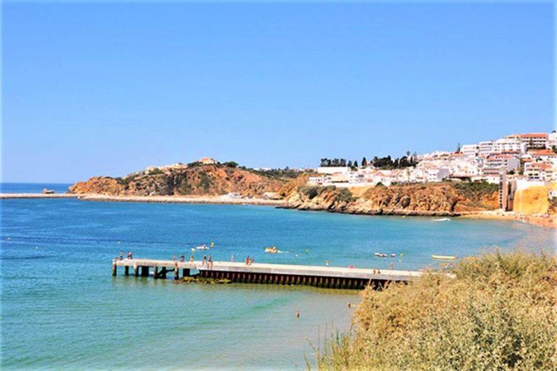 Gesundheit an Algarve-Strand von Albufeira Anfang Juli 2018 gefährdet