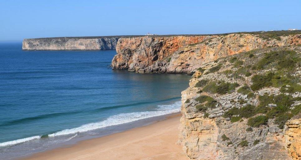 Vogelbeobachter pilgern Anfang Oktober zur Algarve, dem Mekka der Naturfreunde