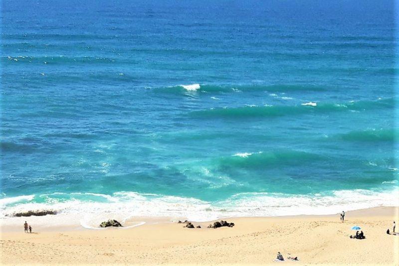Algarve-Hitze durch erfrischendes Bad im Atlantik aushalten