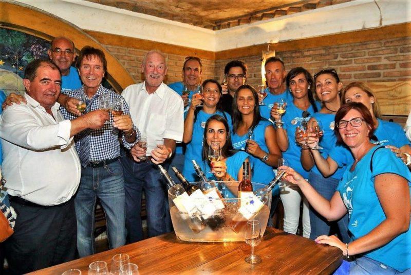 Cataplana aus Albufeira geht ins Guinness-Buch der Rekorde ein mit Hilfe von Cliff Richard