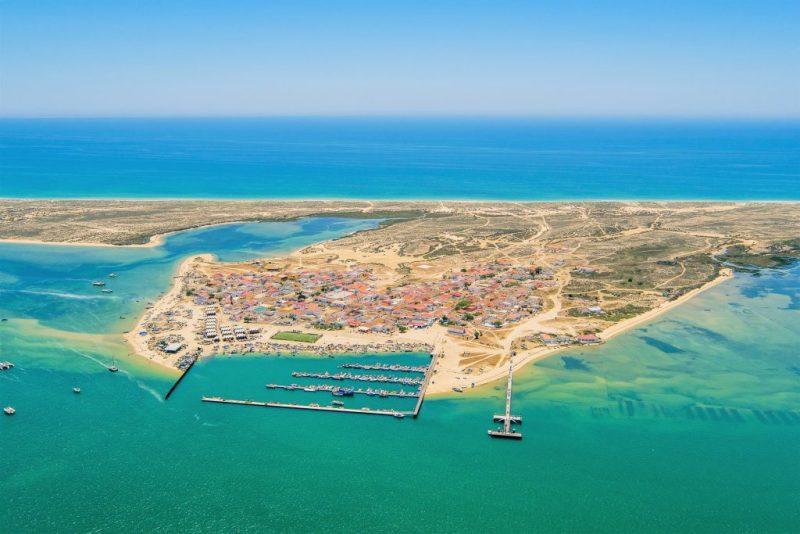 Drohne fliegt über die Algarve und sendet Live-Bilder, etwa auch von der Insel Culatra