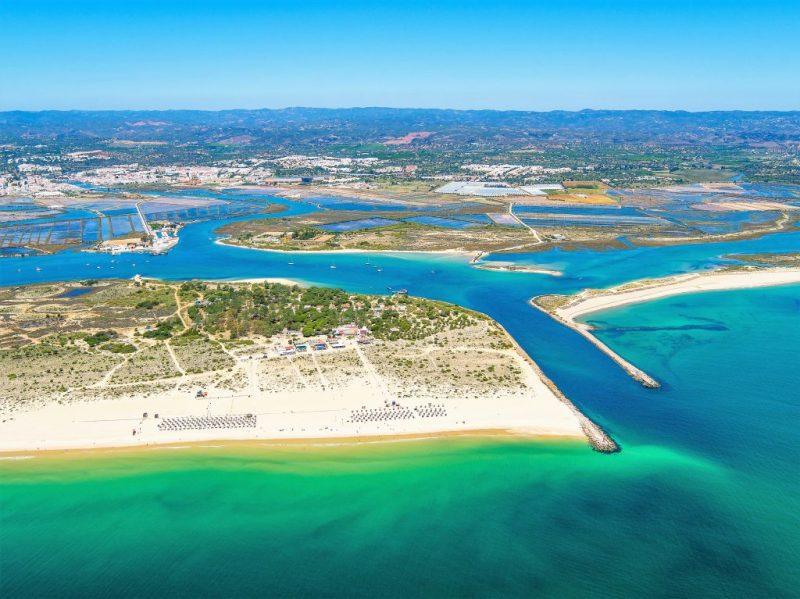 Drohne flog an Algarve-Küste über Insel vor Tavira