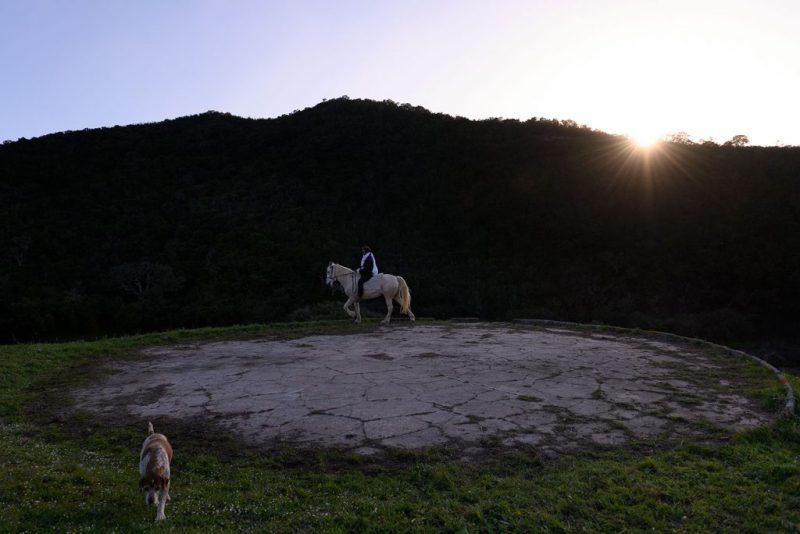 EvaPoro ist ein Performance über das Verschwinden in der Landschaft der West-Algarve