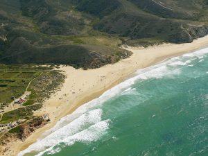 Surfer zieht die MEO Surf League 2019 im Juni nach Aljezur, zum Praia do Amado