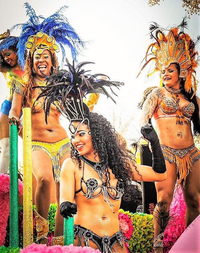 Algarve-Karneval mit brasilianischen Samba-Gruppen