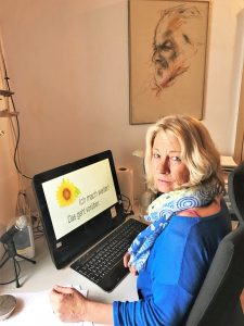 Bettina Haskamp als Autorin der Algarve-Krimis in ihrer Schreibstube bei Alcoutim