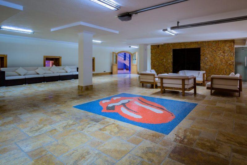 Versteigerung von teuerster Luxus-Villa an der Algarve mit riesigem Mehrzweckraum