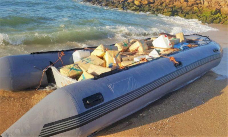 Algarve News zu Fund eines Schmugglerbootes mit Haschisch-Ballen an Bord
