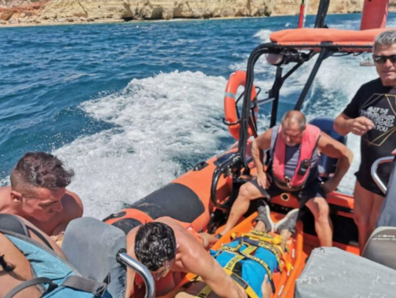 Algarve-Felsen oft Ort des Einsatzes von Lebensrettern mit Booten
