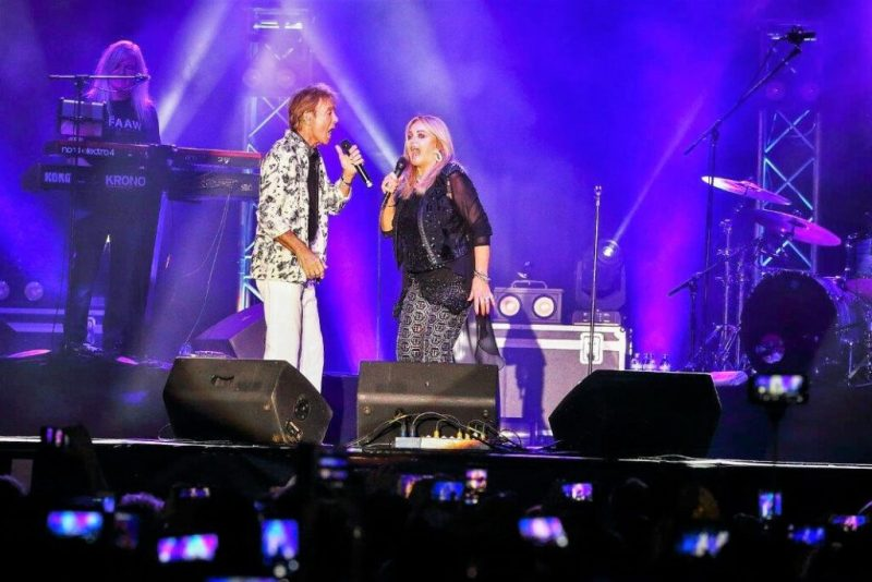 Algarve News zu Bonnie Tyler und Cliff Richard in Albufeira