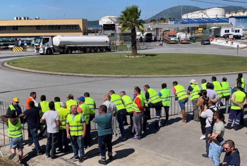 Ryanair-Flugbegleiter und Tankwagenfahrer sind im Arbeitsausstand in Portugal