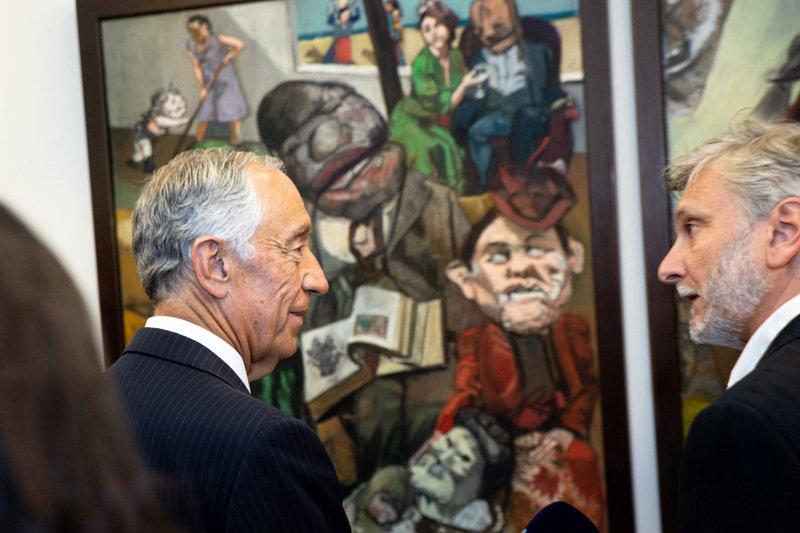 Marcelo Rebelo de Sousa betrachtet Werk der Malerin Paula Rego