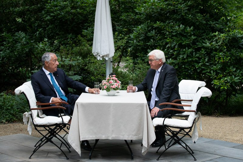 Marcelo Rebelo de Sousa am Gartentisch mit Frank-Walter Steinmeier