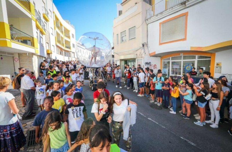 Welttourismustag in Albufeira mit lebenden Statuen gefeiert