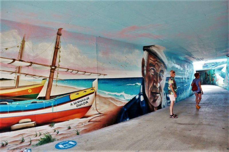 Urbane Kunst mit Fischerei-Motiven in Albufeira an der Algarve