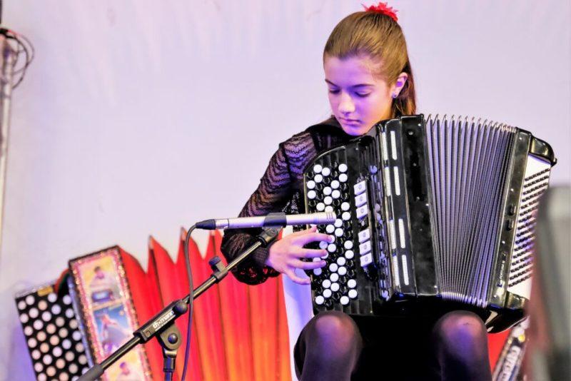 Algarve News über Akkordeon-Weltmeisterin Solange Coelho aus dem Kreis Loulé