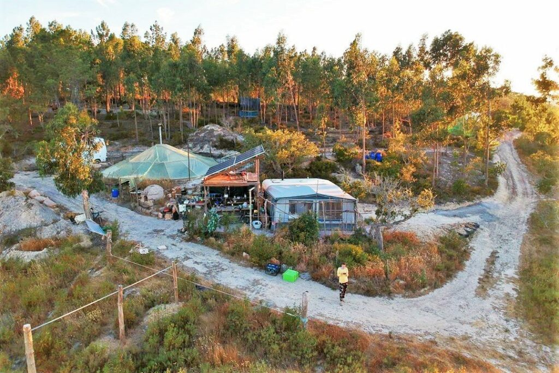 Julia Weinert lebte als Österreicherin am Rande der Siedlung Vegan Hills bei Pedralva an der Algarve