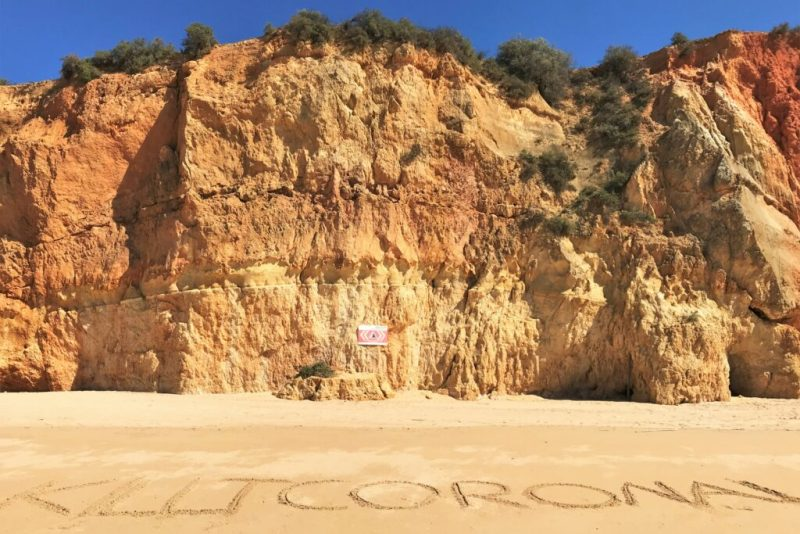 Covid-19 Killt Corona Algarve Strand Praia da Rocha