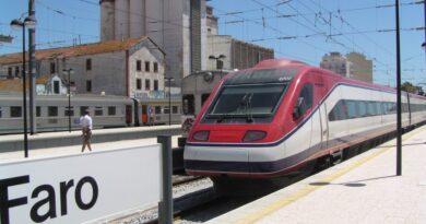 Bahnverbindung Sevilla-Faro: Algarve-Politiker kritisiert Schneckentempo bei Investitionen